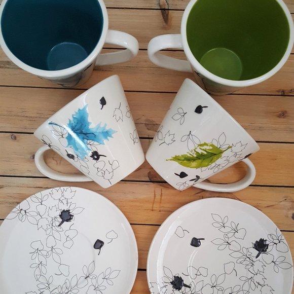Starbucks cups, glass tea kettle, diver infuser